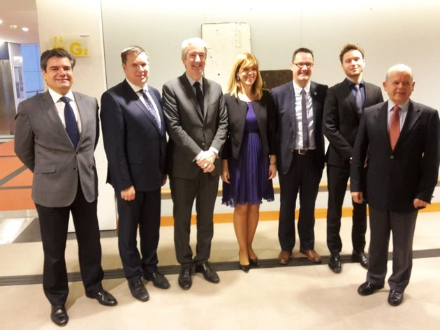 From left to right, Mr Emilio Gallego Zuazo (FEHR), Mr Adrian Cummins (RAI), Mr Christian de Barrin (HOTREC), MEP Biljana Borzan, Mr Danny van Assche (HORECA Vlaanderen), Mr Christian Reuter (DEHOGA) and Mr Patrick Alix (FEBA)