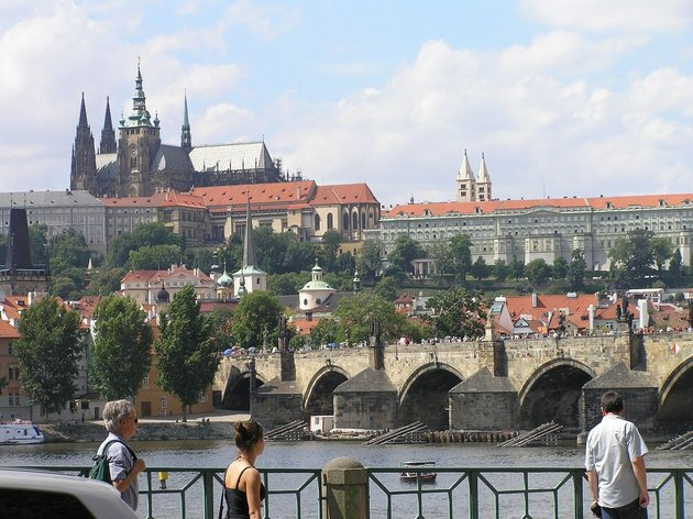 Hradschin und Karlsbrücke in Prag; © Beentree / Wikimedia Commons CC BY-SA 3.0