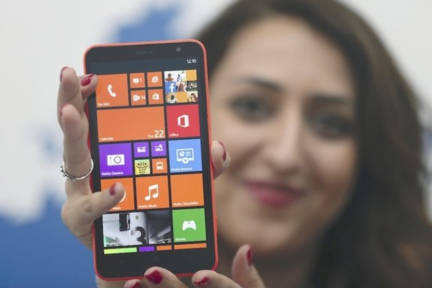 1A model displays the Lumia 130 smartphone during its launch in Abu Dhabi October , 013. Photo: Ben Job / Reuters
